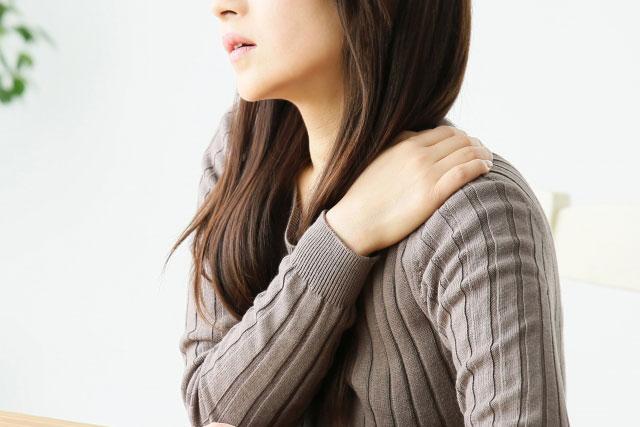 肩こりが原因で生じる緊張型頭痛